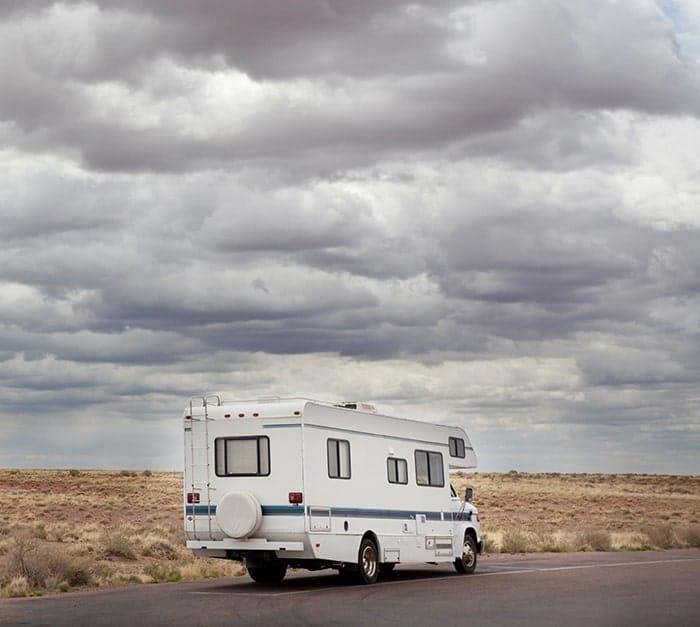 Partez en vacances avec vos camping-car et caravanes en gardant un oeil sur eux
