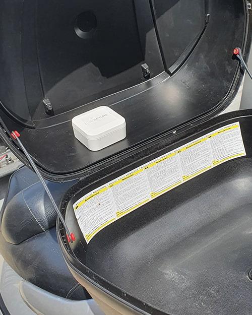 Installez facilement le traceur GPS Capturs dans votre scooter ou moto